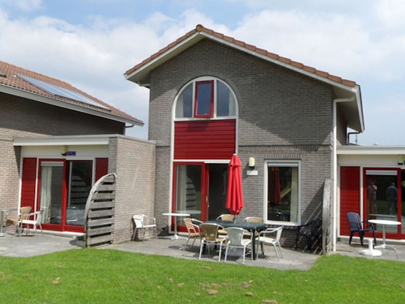 Cozy studio with a bath and terrace, located in Friesland, vacation rental in Makkum