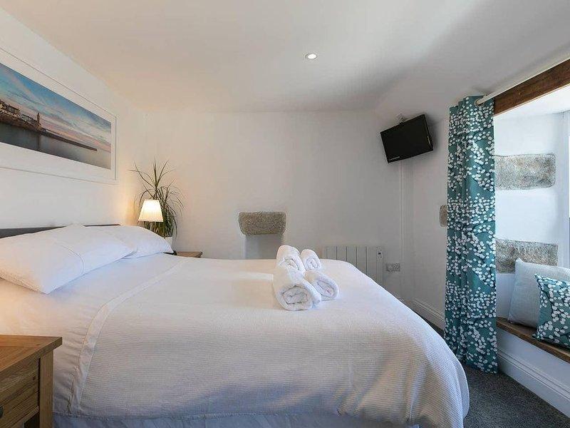 Homely Cottage w/ Sun Terrace, Short Walk to Beach, location de vacances à Porthleven