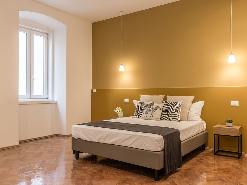 Elegant 6 seats★near the Station★Blue and Gold★Free Wifi, holiday rental in Grignano