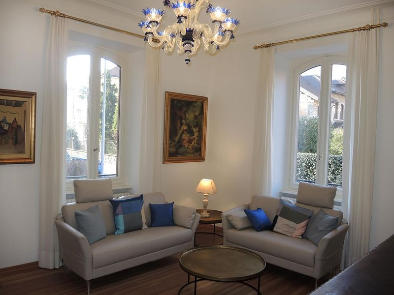 Stilvolle Altstadtwohnung an Top-Lage in der Tessiner Hauptstadt - ideal für ein, holiday rental in Gudo