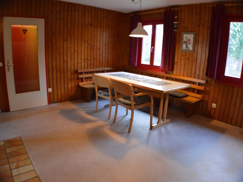 Standardhaus 2, 80qm, 4 Schlafzimmer, max. 8 Personen, aluguéis de temporada em Bonndorf im Schwarzwald