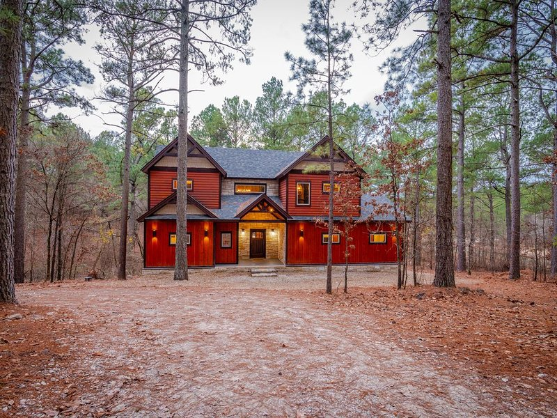 Dulce Vida in Pine Lake at Broken Bow - accommodates up to 14 guests!, holiday rental in Eagletown