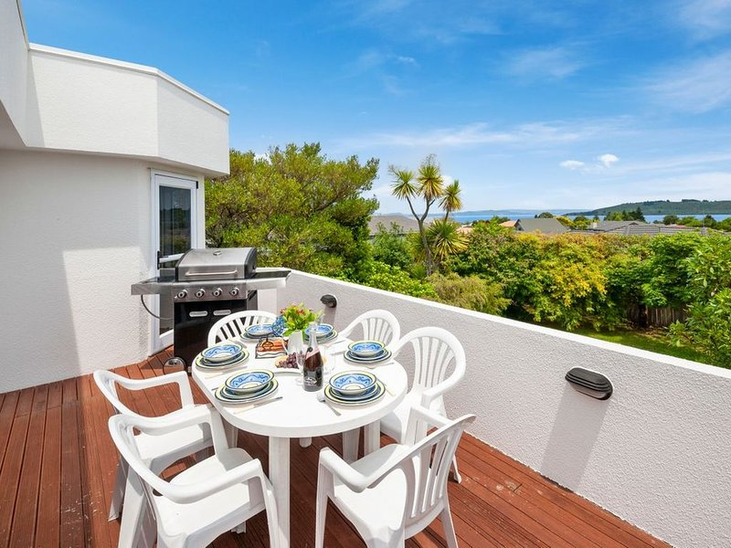 The White House - Taupo Holiday Home, holiday rental in Taupo