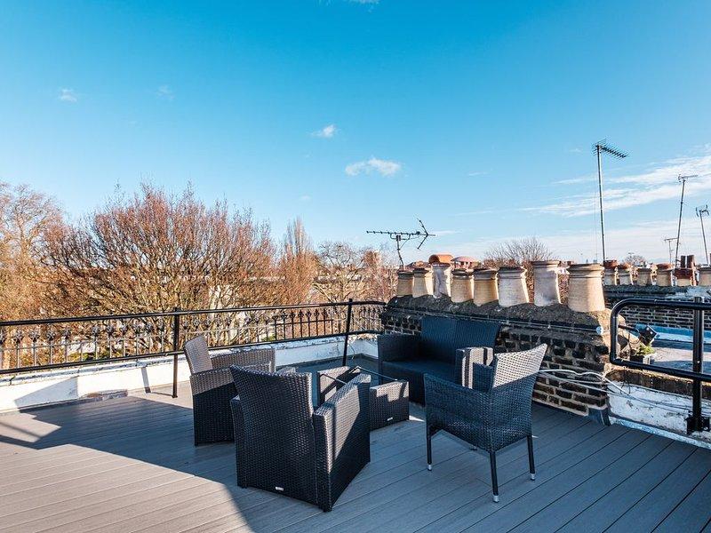 Amazing 2bed/2bath top floor with rooftop terrace, alquiler de vacaciones en Chiswick