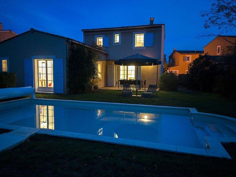 Luxury Provencal villa with AC, located in charming Lubéron, Ferienwohnung in Saint-Saturnin-les-Apt
