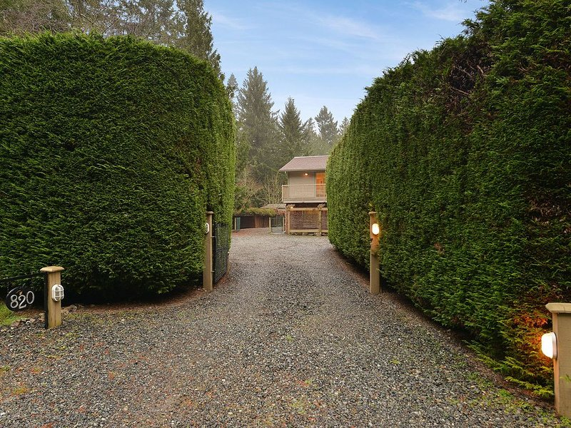 Driveway into the house and grounds. - Driveway into the house and grounds.