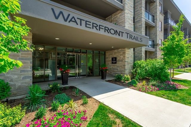 Modern Condo with Lake Views, casa vacanza a Stoney Creek