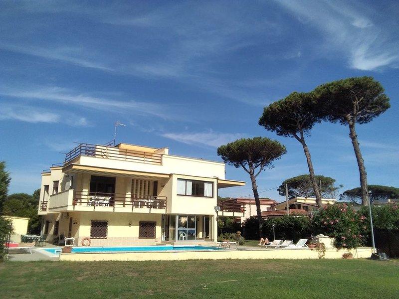Villa-piscina privata; 30  minuti da Napoli giardino 2000 mq.;14 posti letto;, holiday rental in Province of Caserta