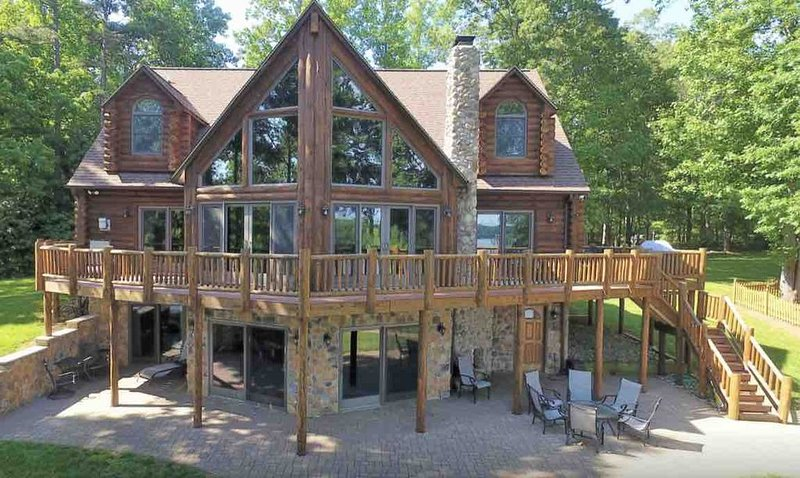 New!  Knot Loggin' Inn - Rustic charm w/modern comfort & endless lakefront views, holiday rental in Orange