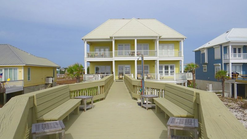Luxury Beachfront Home with Extra Large Deck;  Sleeps up to 20!, alquiler de vacaciones en Gulf Shores