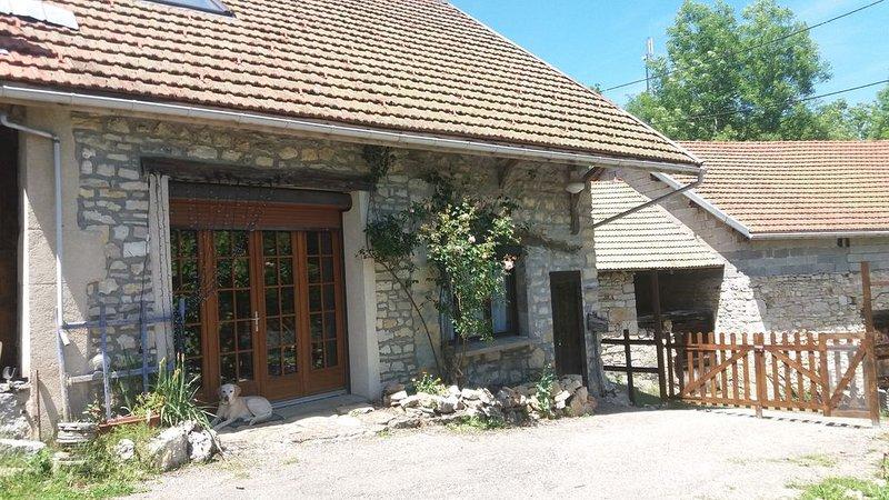Jolie maison en pleine nature avec belle vue sur les Alpes - 6/8 pers, location de vacances à Artemare