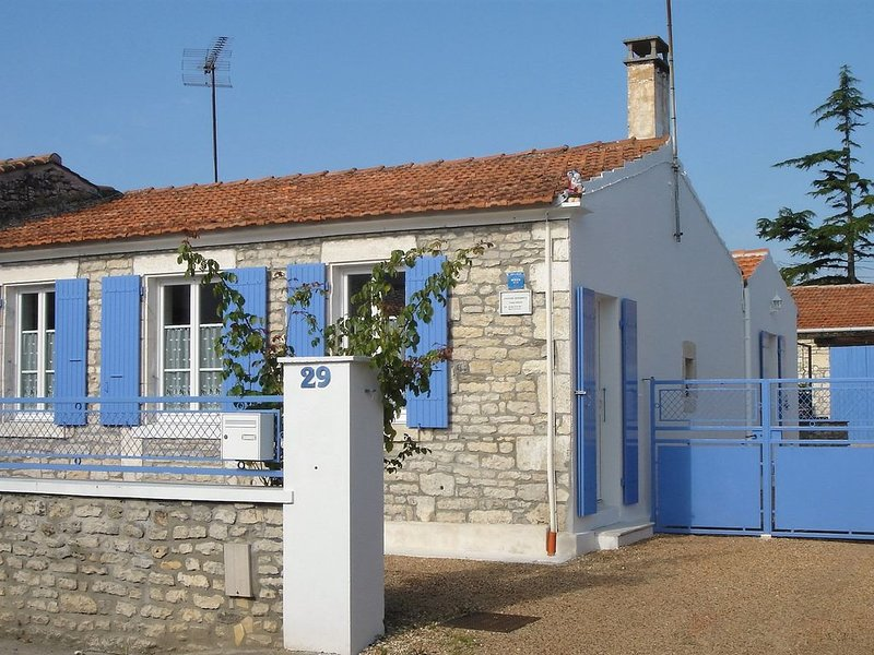 Maison de pays en centre village proche pistes cyclables, location de vacances à Saint-Pierre-d'Oléron