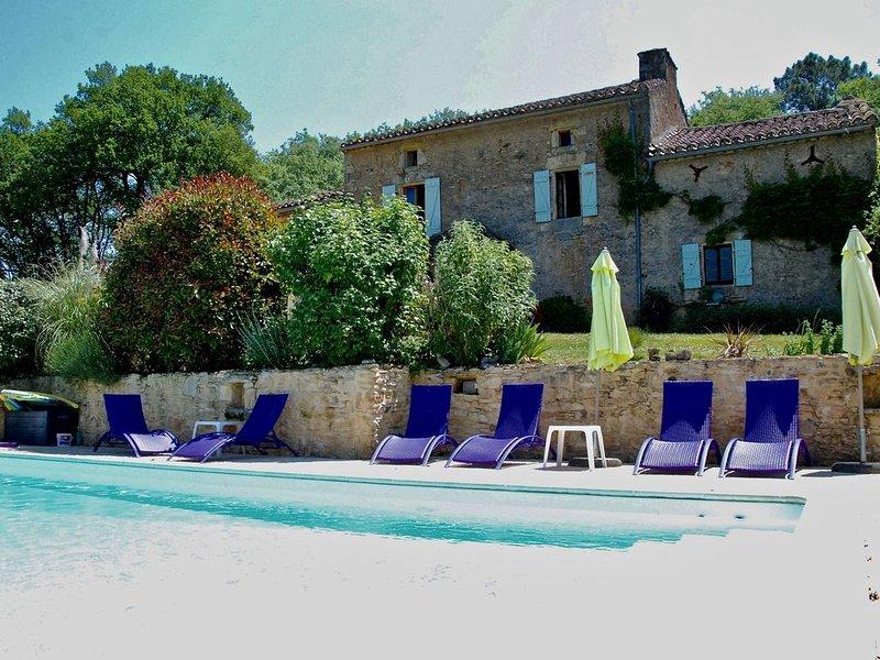 Les Ferouailles, Gite Périgord Noir, piscine privée, vacation rental in Blanquefort-sur-Briolance