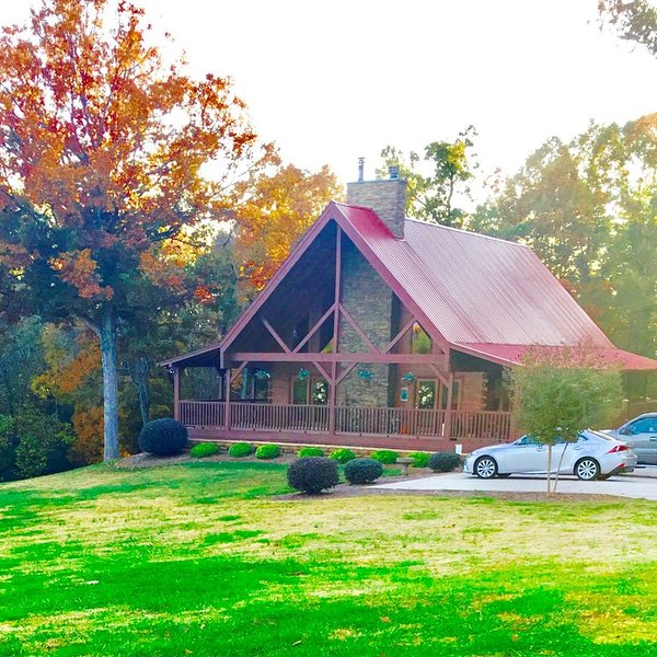 Life is Better at The Conner Lodge/Near The Dragon/No Extra Fees, vacation rental in Madisonville