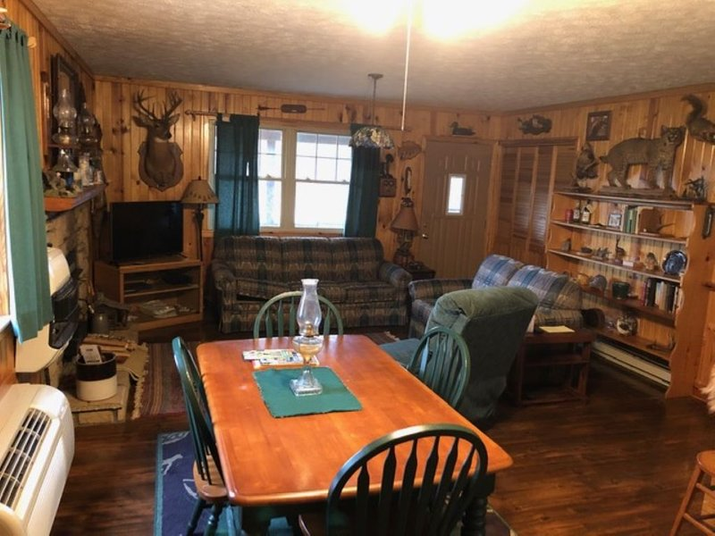 Workman' Wildlife Haven, Secluded country setting vacation cabin, holiday rental in Louisa