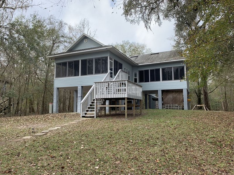 Suwannee River Vacation House, aluguéis de temporada em Bell