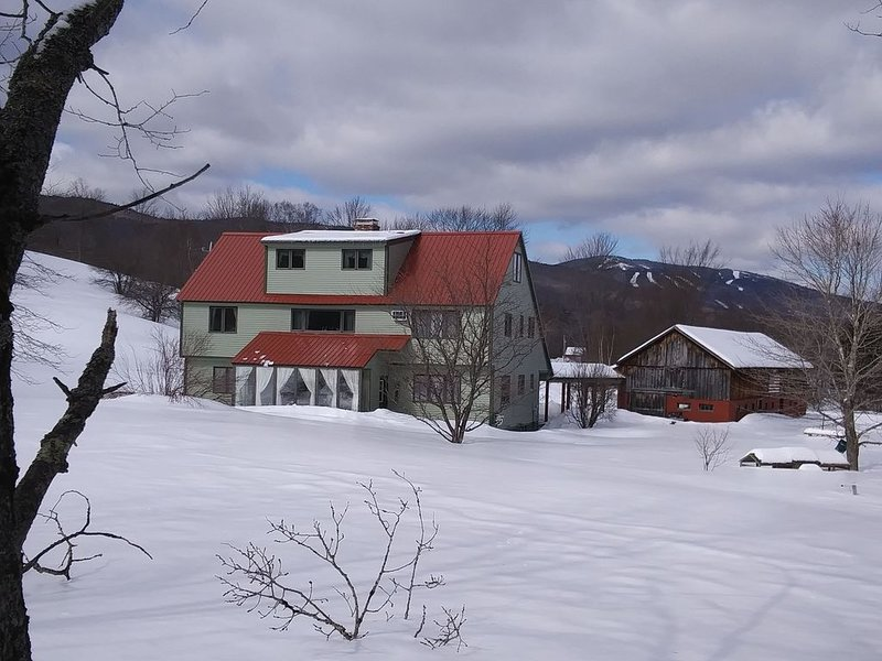 Beautiful Vermont Retreat House near Okemo Mountain, casa vacanza a Weston