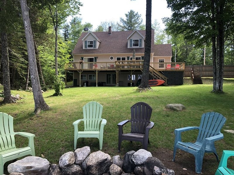 WATERFRONT home on pristine Maine Lake; FAMILY FRIENDLY!, location de vacances à Bucksport