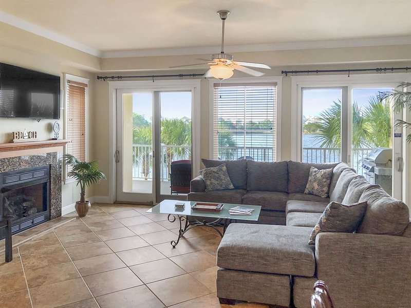 3br 3ba over 2300 sq ft. Steam Shower, Jetted Tub, holiday rental in Carillon Beach