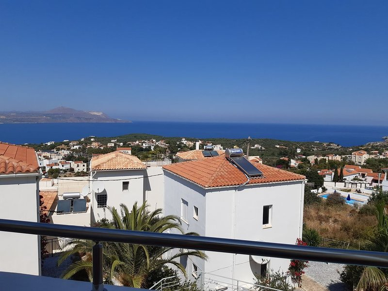 Enjoy Fantastic Views & excellent Quality Accommodation with first class reviews, alquiler vacacional en Plaka