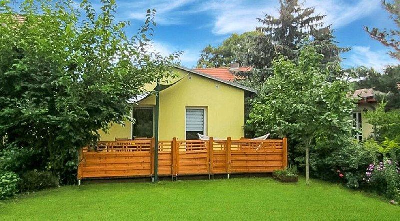 60 qm freistehendes Ferienhaus 'Gartenblick'- Zentral und gute Verkehrsanbindung, holiday rental in Klaistow