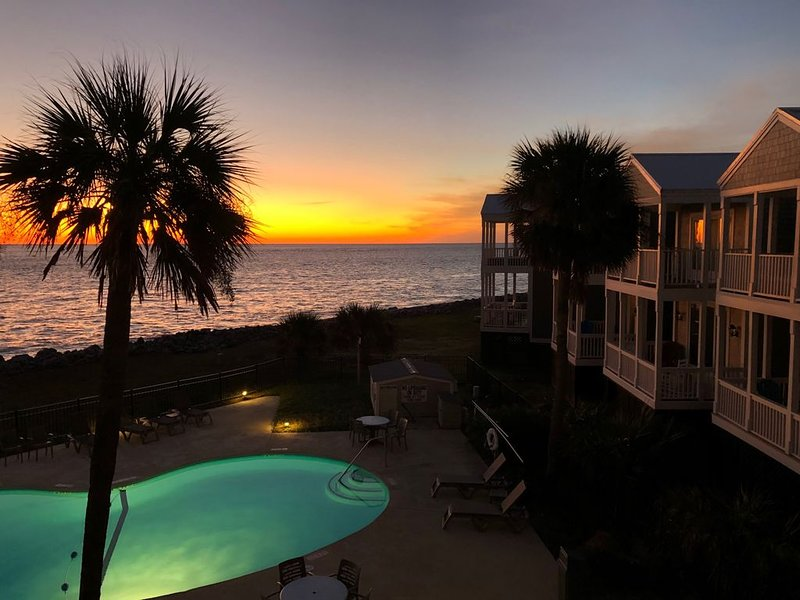 A South Carolina oceanfront condo on exclusive Fripp Island, holiday rental in Saint Helena Island