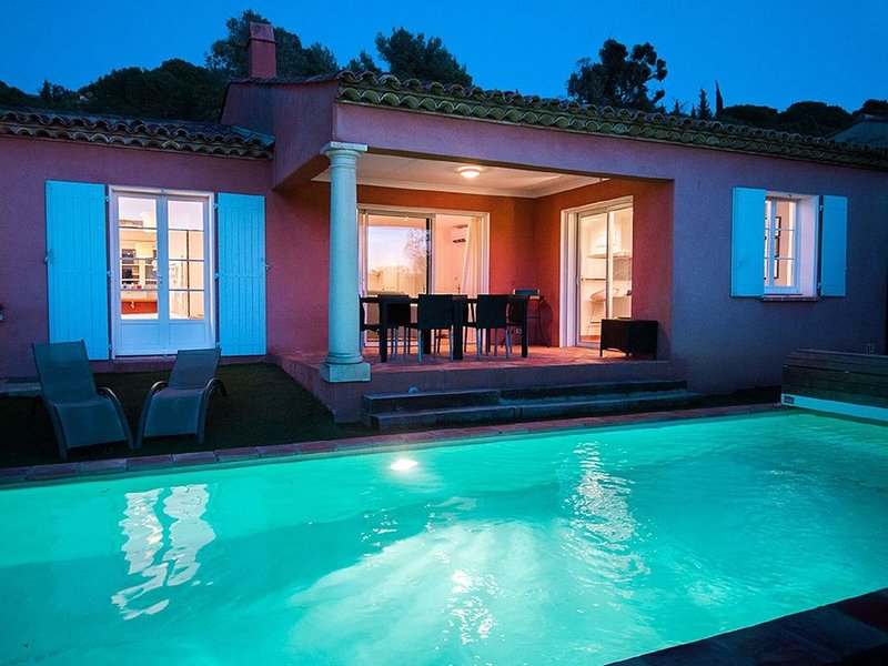 Detached villa with swimming pool, only 1 km. from the sea, location de vacances à Cavalaire-Sur-Mer