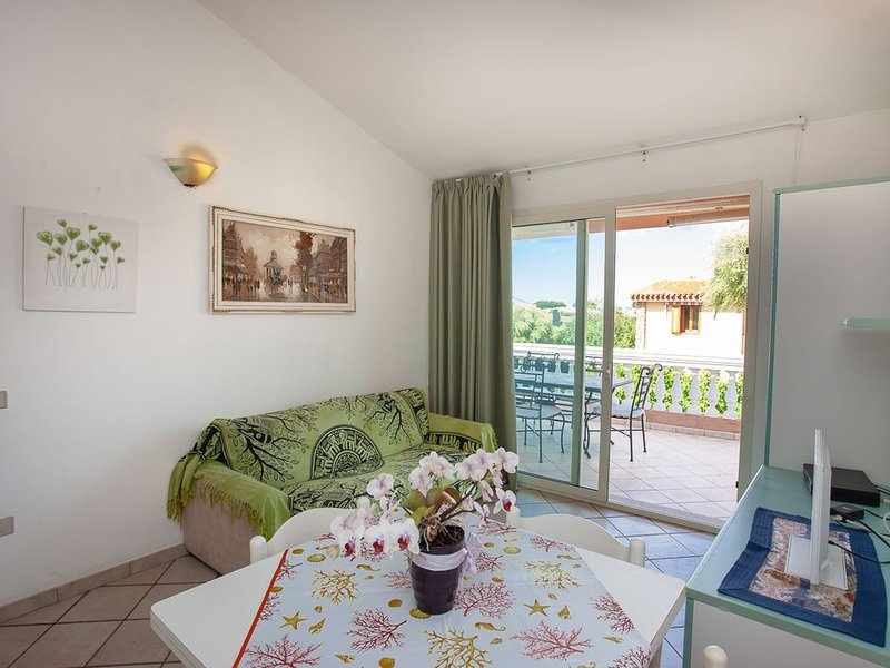 Splendido trilocale Le Colonnine al primo piano, holiday rental in San Teodoro