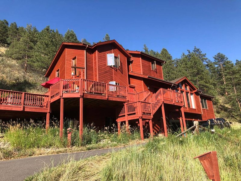 Hummingbird Haven, secluded mtn home with private creek and spectacular views, holiday rental in Shawnee
