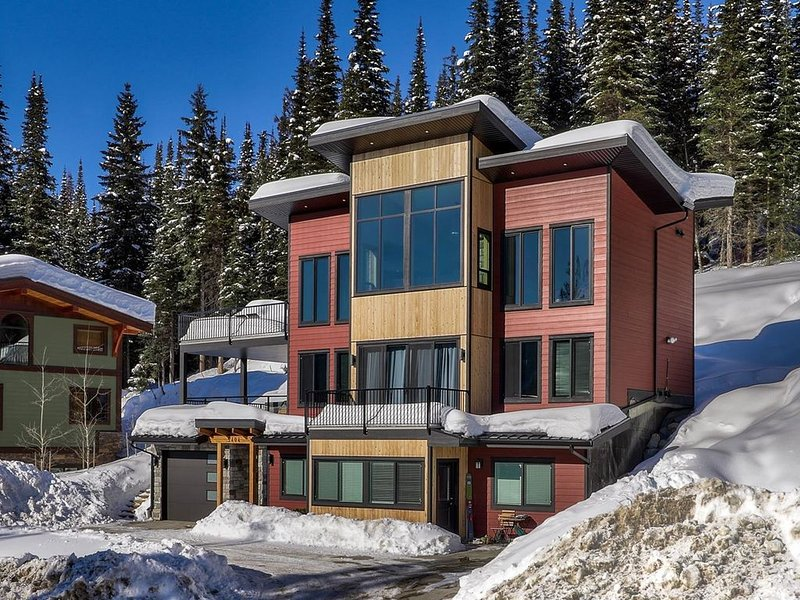 Welcome to Lookout Lodge in Canada's Second Largest Ski Resort., holiday rental in Pritchard