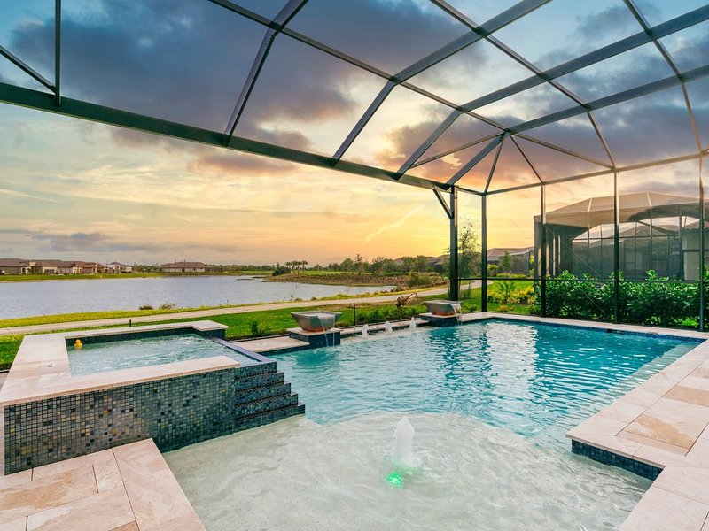 ESPLANADE GOLF/ 5 Star�LUXURY Private NEW Home/Pool/Spa + beaches 8-10 miles!, holiday rental in North Naples