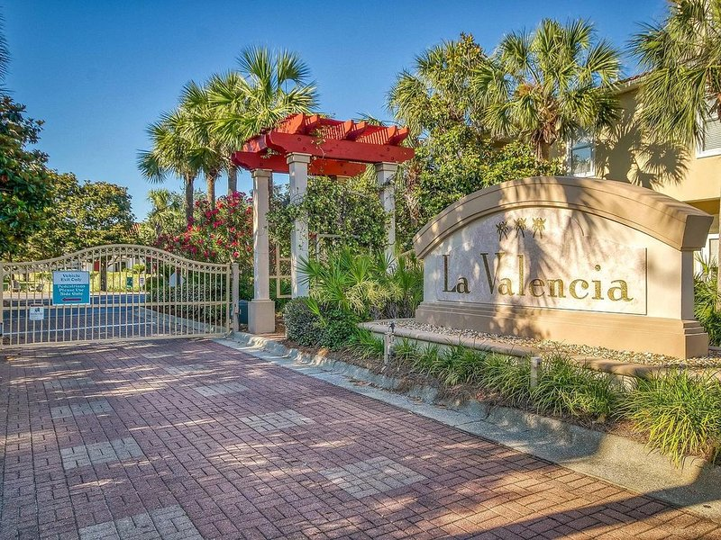 Beautiful 3 Story Home in Gated Family Community, Gulf Views, aluguéis de temporada em Sunnyside