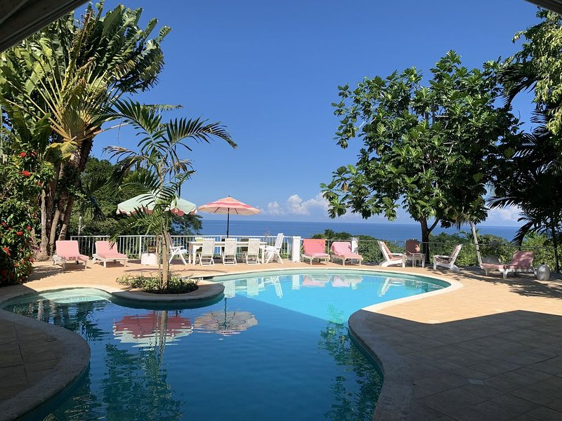 Pimento Hill - Luxury Staffed Villa with Round Hill Membership – semesterbostad i Montego Bay