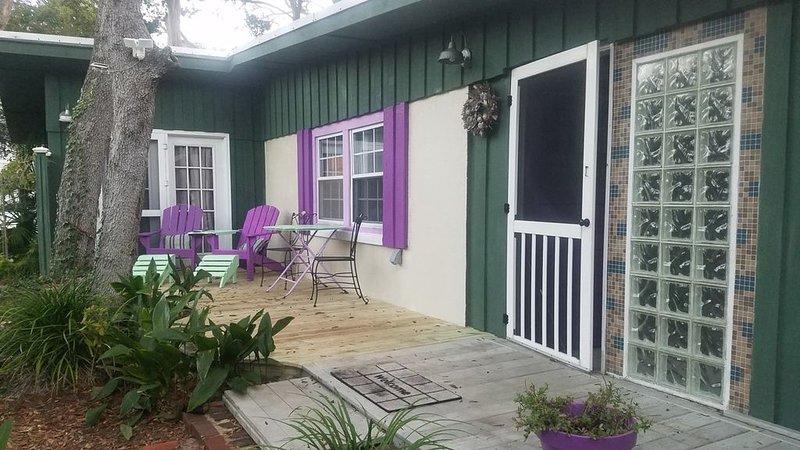 Paradise Found on Tybee Island - Cozy Cottage with Free Wi-Fi, location de vacances à Wilmington Island