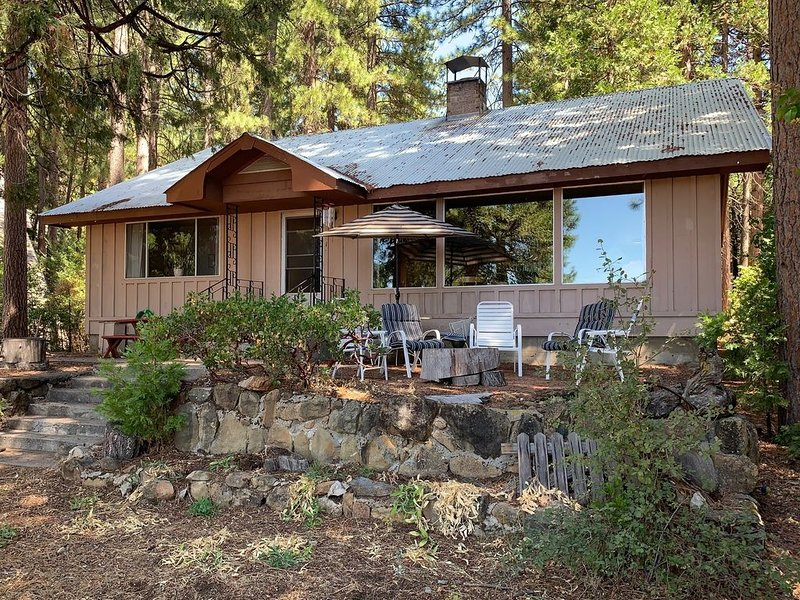 Comfortable Lakefront Home with Magnificent Views, holiday rental in Westwood