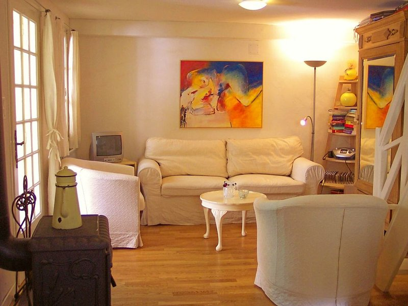 Betwee sea and ski: a romantic village house with view on gardens and mountains, vacation rental in Finestret