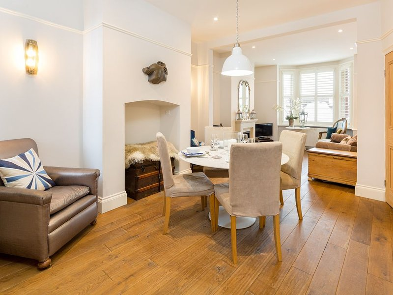 SPR Altrincham A lovely Period Property House, holiday rental in Warrington