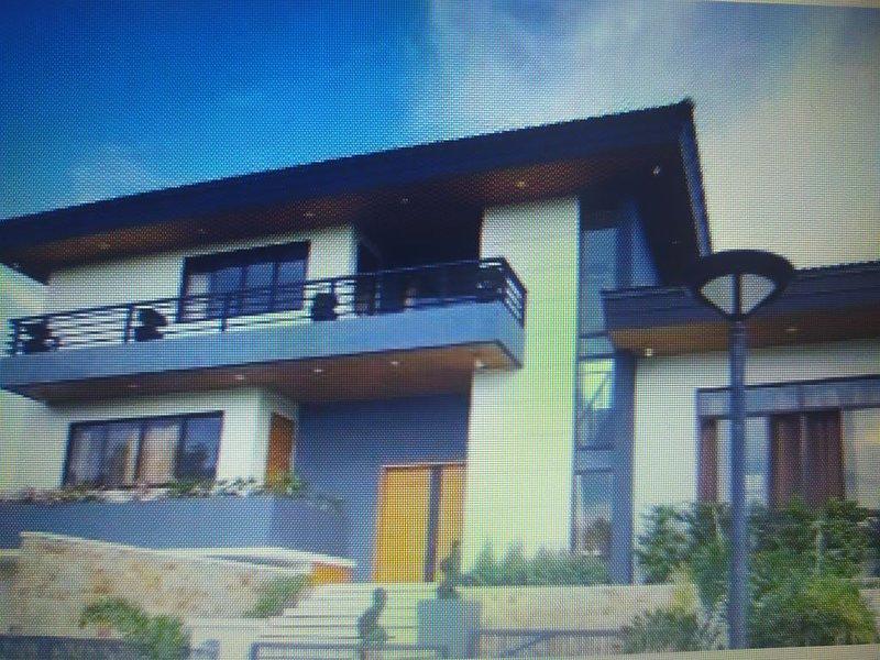 LUXURE HOUSE PHUKET TH, holiday rental in Ratsada
