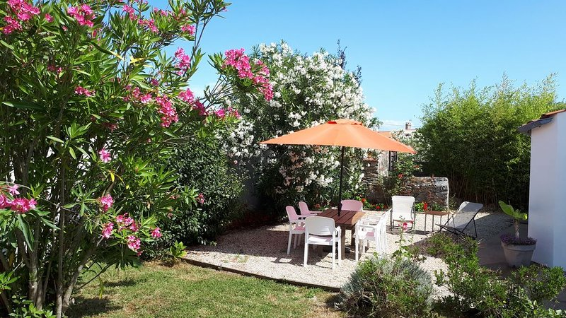 MAISON / APPARTEMENT avec JARDIN privatif. Etat neuf. 3 chambres 5/6 personnes., alquiler de vacaciones en Ile de Noirmoutier