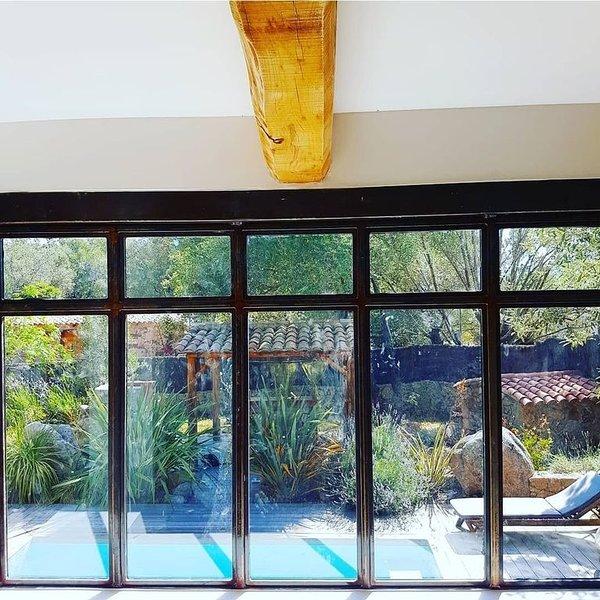 Bergerie de luxe-Atelier d'artiste, avec piscine et jardin privatifs., vacation rental in Sotta