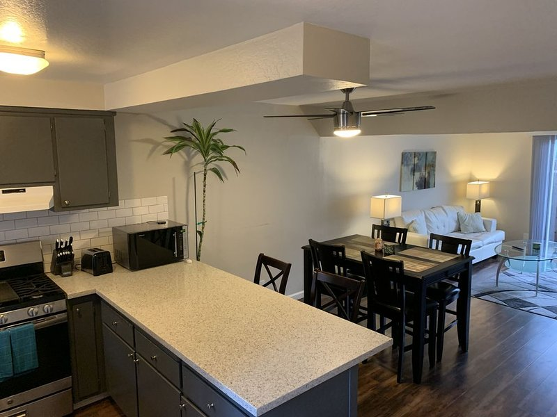 Quiet, Well Maintained Apartment, vacation rental in Fair Oaks