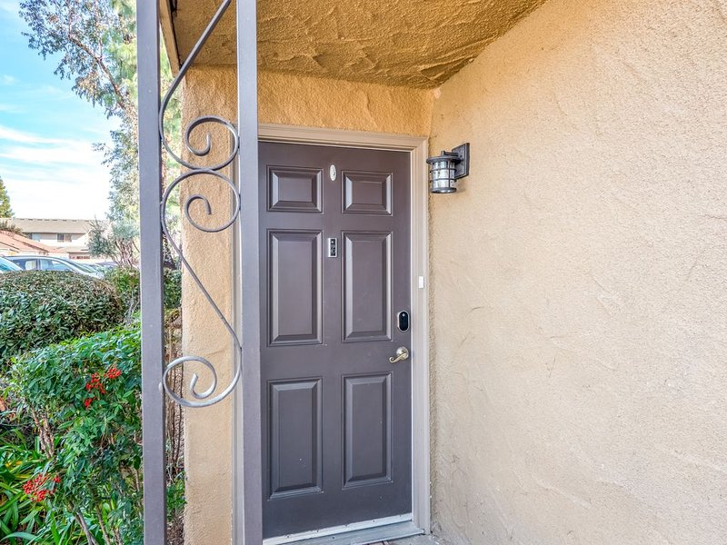 2 bedroom 1.5 bath luxury condo, holiday rental in Fresno