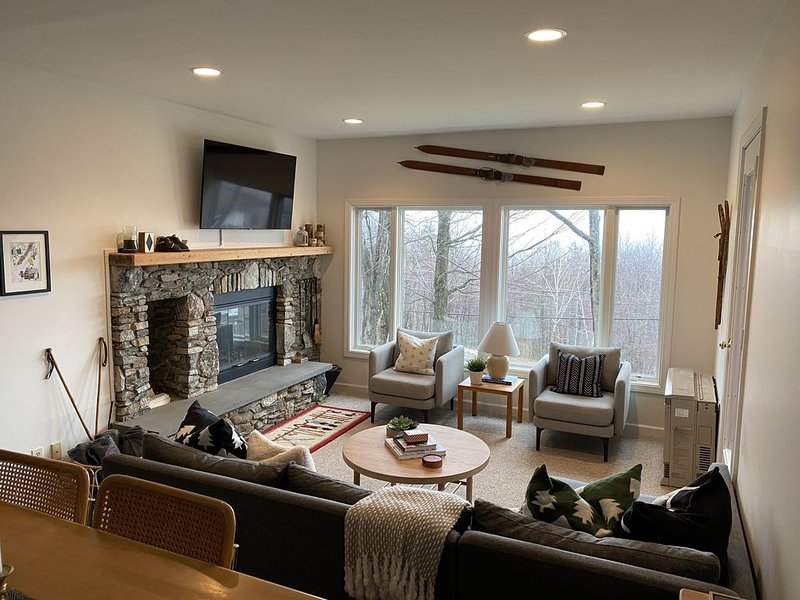 Lincoln Peak Sugarbush Condo with Amazing Views! Sleeps 8-10, alquiler de vacaciones en Fayston