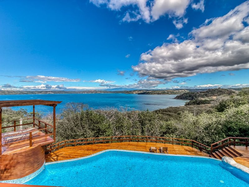 Spectacular Ocean View home w/ wrap-around deck, private pool & grill!, holiday rental in Playa Hermosa