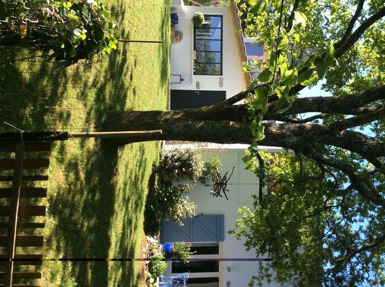 BASSUSSARY- Beau Studio de 36 m2, très calme pour 2/3 person. terrasse et jardin, holiday rental in Villefranque