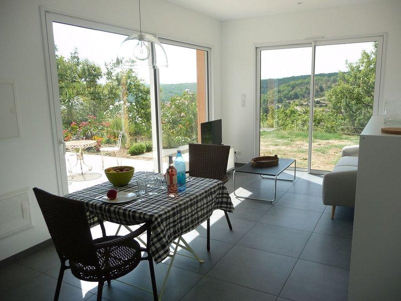 Maison individuelle avec piscine partagée isolée dans garrigue ardéchoise, holiday rental in Lanas