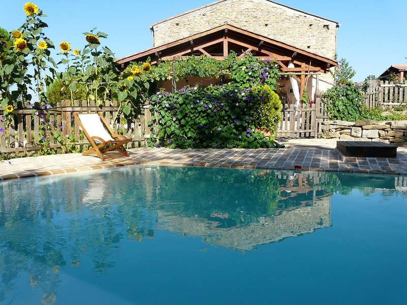 L' atelier,Maison avec patio ,piscine et  Jacuzzi ., holiday rental in Villelongue-d'Aude