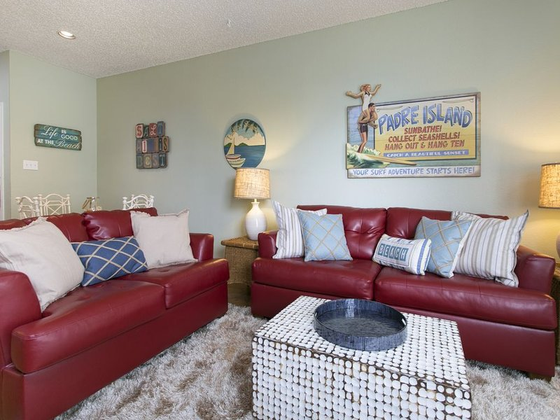 Beautiful 1st floor condo in the beach club.  Walking distance to the beach., vacation rental in Corpus Christi