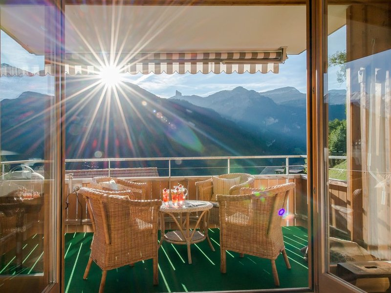 Chalet Sterndolde - stunning views and location, location de vacances à Wengen