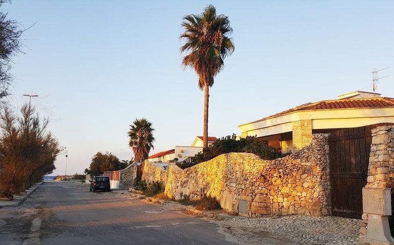 TORRE CHIANCA LECCE: RESIDENZA ARTISTICA A 70 METRI DAL MERAVIGLIOSO MARE DEL SA, location de vacances à Casalabate
